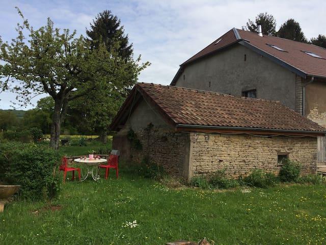 Maisonnette dans la campagne - Le Puy - Casa
