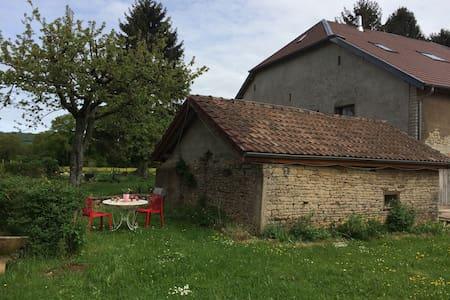 Maisonnette dans la campagne - Le Puy