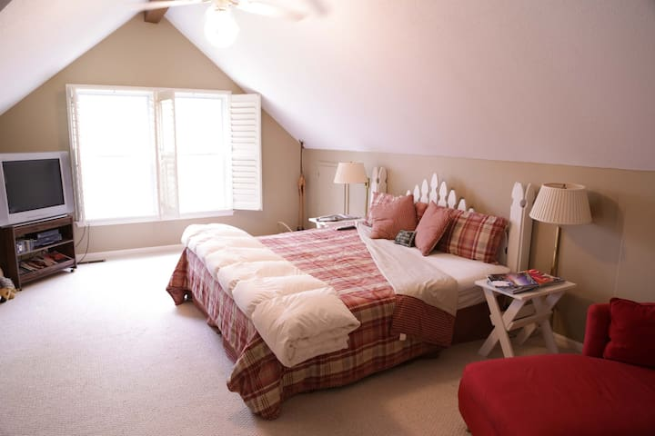 King sized bed, Guest House