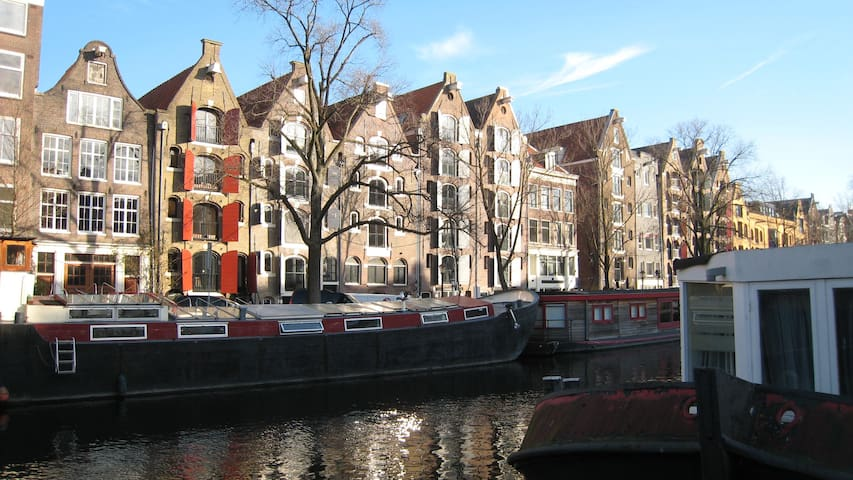 spacious comfortable canalstudio , near  Jordaan