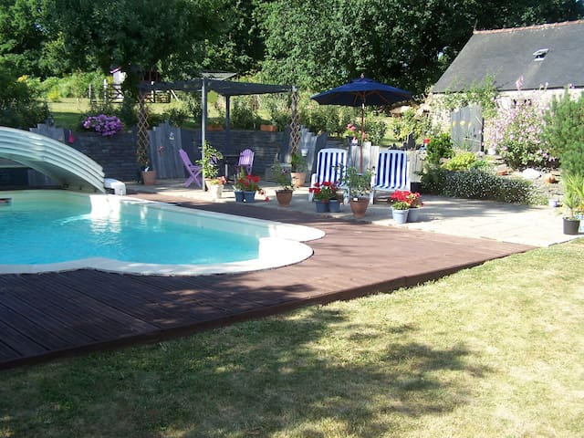 pool and patio area - perfect for a BBQ