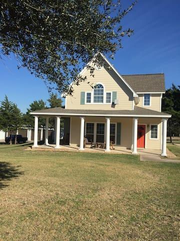 Bahia Guest House - Brenham - Pensió
