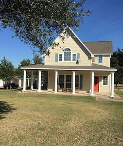 Bahia Guest House - Brenham - Guesthouse