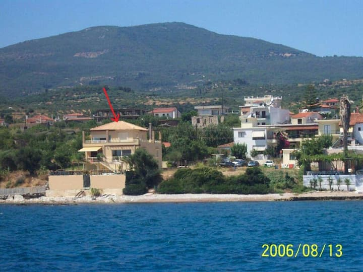 Seafront apartment in villa. Watch & hear the sea.