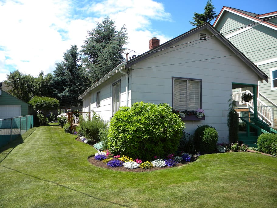 Quaint ballard bungalow bungalows for rent in seattle washington united states for Knights of columbus swimming pool springfield il