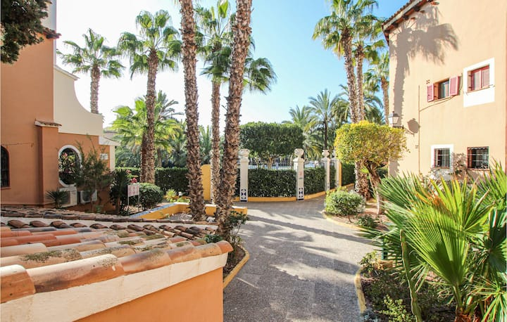 Nice apartment in Torrevieja with Outdoor swimming pool, WiFi and 2 Bedrooms