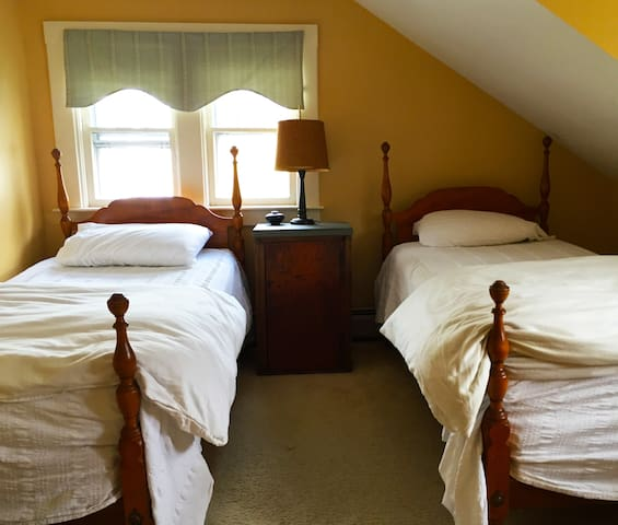 Southwest Vermont: Twin Bedroom - Sunderland - Ev