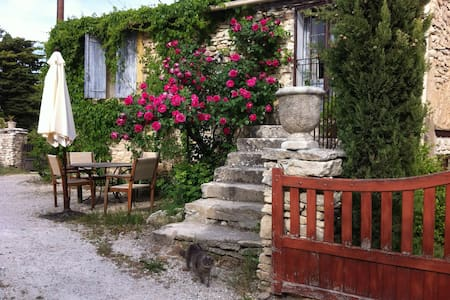 Cottage in authentic French hamlet - Gordes