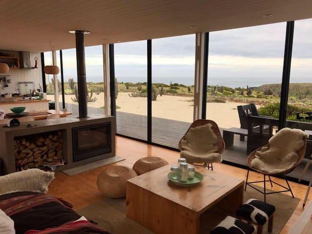 Preciosa casa en Huentelauquén, vista al mar