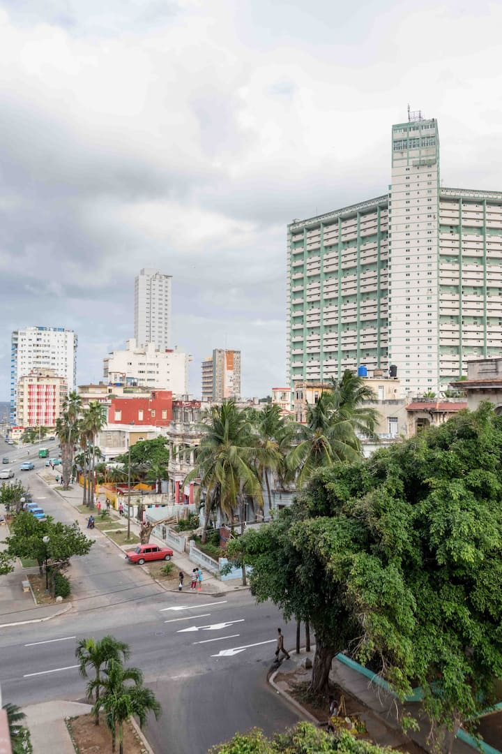 Private whole flat in Vedado , close Sea