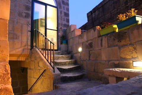 """""""Tal Aurora"""" - charming little Farmhouse in Qala"""