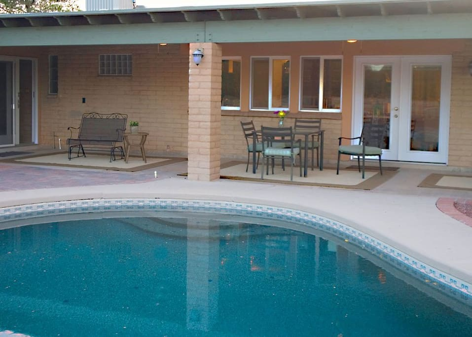 Huge patio with gas grill and speakers