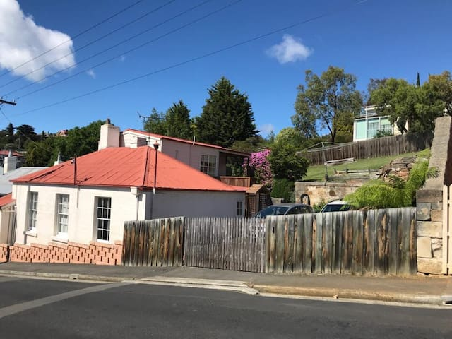 A slice of Hobart's history - Charming Cottage