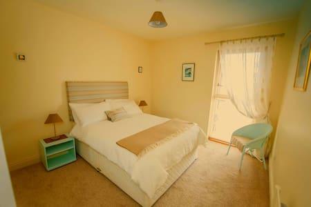 Double room in modern Kilkenny home - Kilkenny