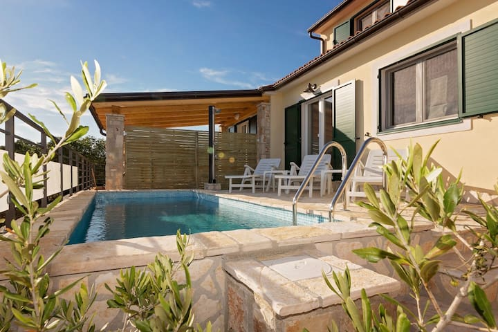 Modern holiday home Valencan 2c with Pool