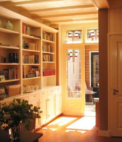 Room with sauna, patio and garage!