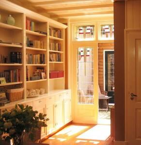 Room with sauna, patio and garage! - Bed & Breakfast