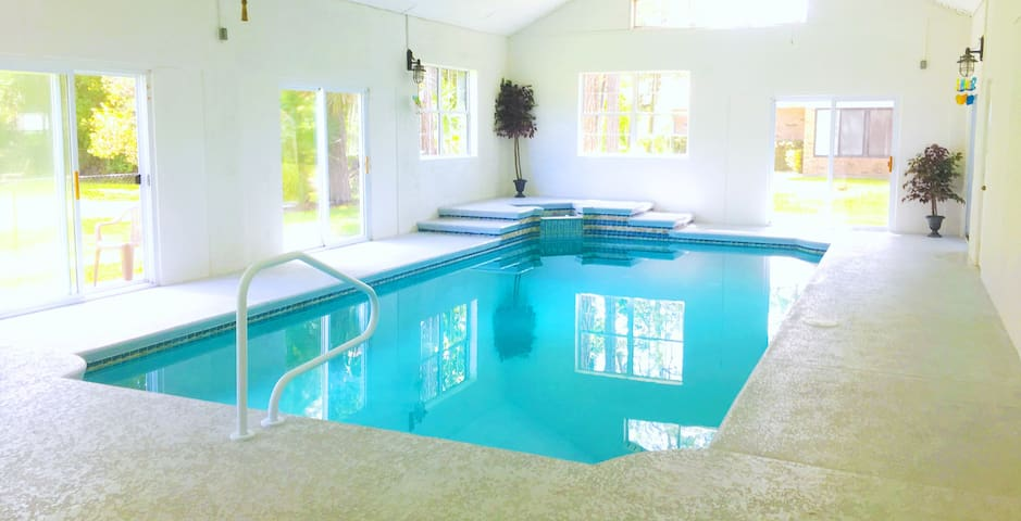 5 Bed INDOOR POOL, Close to Beach.