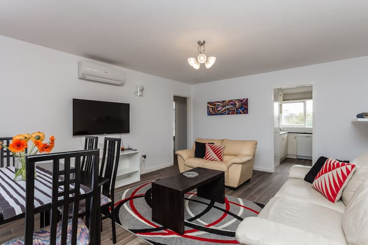 Cozy 2 Bedroom Apartment - Armadale