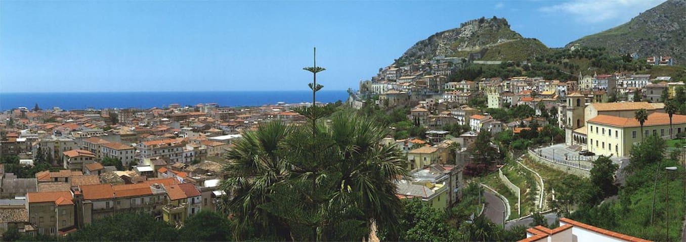 Bilocale in centro città e panorama incantevole - Amantea