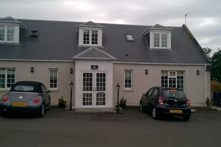 Stunning 2 Bedroom House near Troon Golf Course - Prestwick