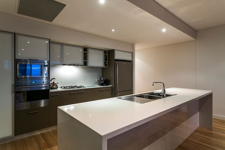 Luxury Esplanade Apartment - Christies Beach