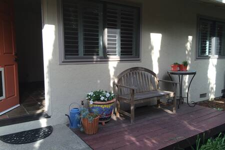 Self Contained 1BD Granny Flat