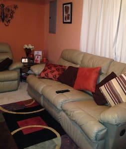 Cozy Basement for Rent - Fredericksburg - Rekkehus