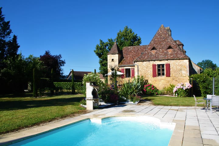 CHARMING STONE COTTAGE WITH HEATED POOL
