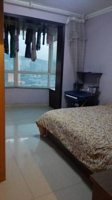 主卧远景 bedroom with view