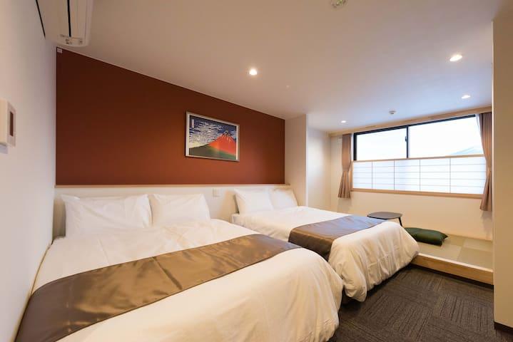 4月は大特価(素泊まりのみ)★朝食無料★ニューオープン★富士山を望めるプチ和室付き広いお部屋