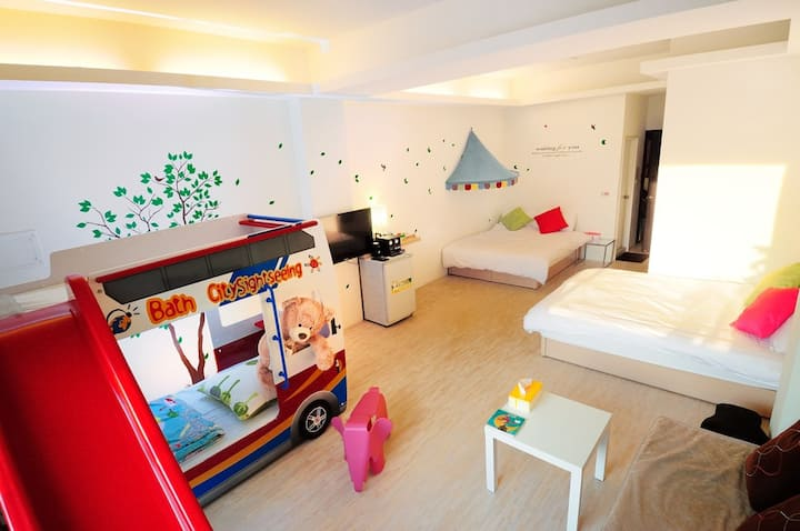 4 people room in Taichung downtown