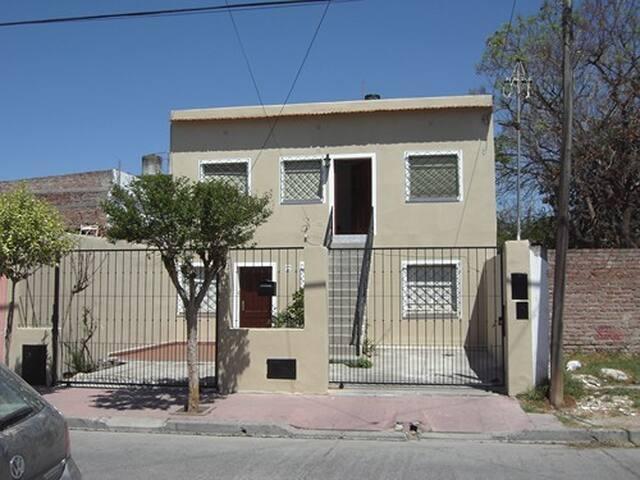 Dpto.céntrico con cochera cerca de plaza principal - Salta - Apartamento