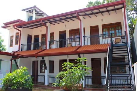 Isuru Guest Anuradhapura - Anuradhapura - เกสต์เฮาส์