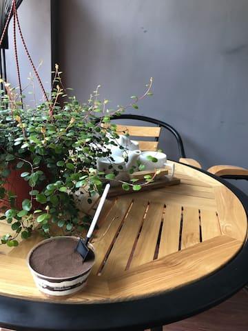 春暖花开带阳台书房