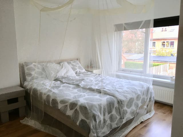 Rustige kamer met een weelderige tuin - Culemborg - Ev