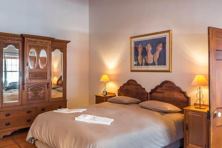 'Watsonia Suite' - Bedroom