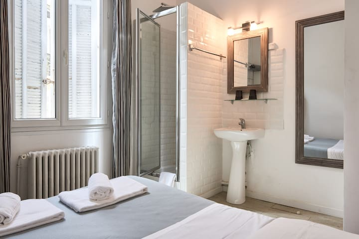DOUBLE ROOM Economy - shared WC