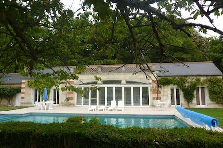 Chateau Guesthouse & Pool-Sleeps 5 - Hommes - Casa