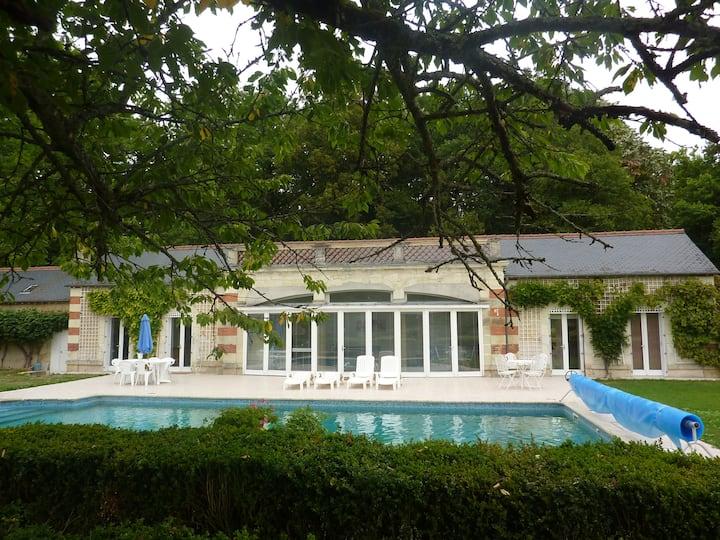 Chateau Guesthouse & Pool-Sleeps 5