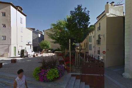 Chez l'habitant dans le centre historique - Foix - Casa