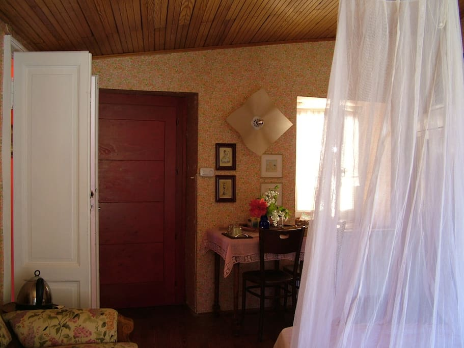 La camera con ingresso dal borgo