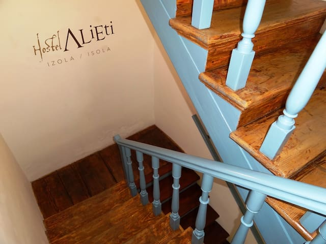 Hostel Alieti - Izola - Izola - Bed & Breakfast