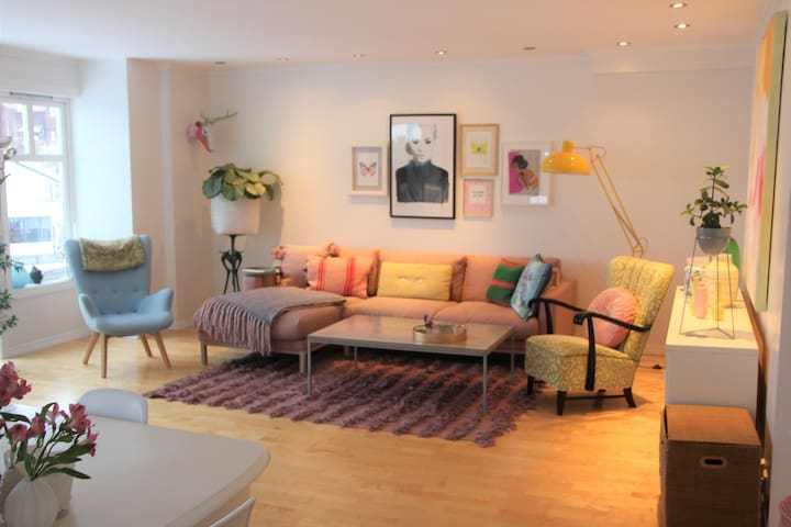 Spacious, colorful villa in Høvik 10 min from Oslo