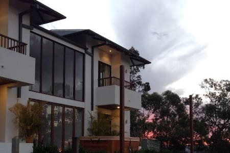 Private million dollar retreat with amazing views! - Mudgeeraba - House