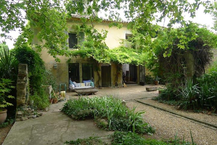 B&B/ maison artiste/ Arles/Avignon - Graveson