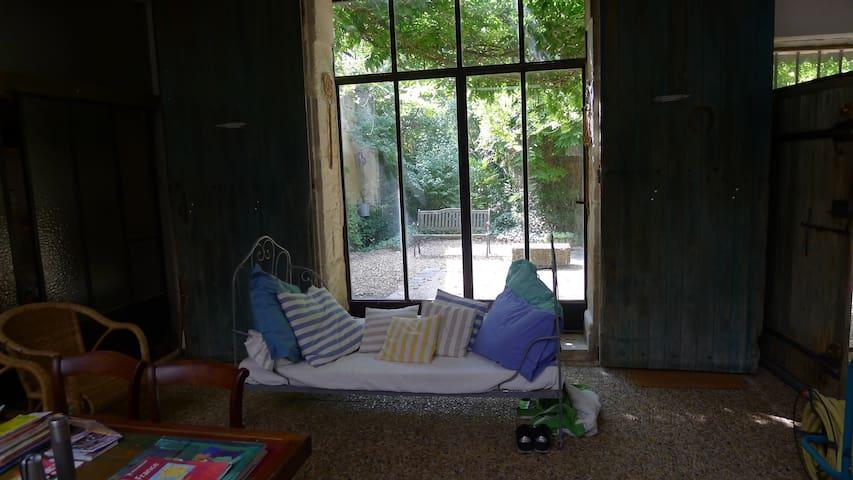 le séjour et une terrasse