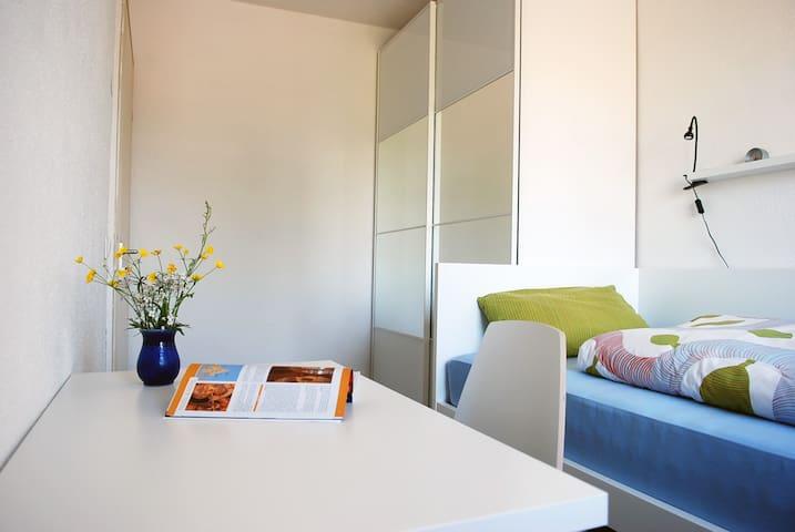 Kleines, ruhiges und helles Zimmer
