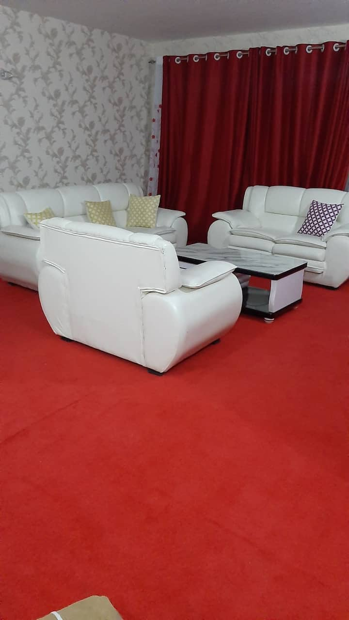 Classy modern 2bedroom apartment 10 mins to malls