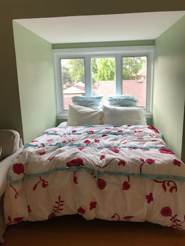Private Bedroom and Bathroom in Beverly